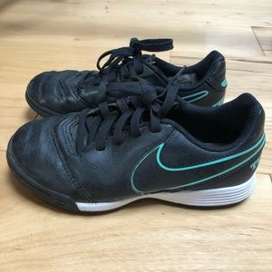 Nike Kids Size 13 Indoor Soccer Sneaker Shoes